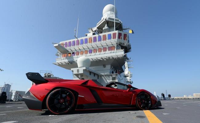 Chưa xuất xưởng, Lamborghini Veneno Roadster bị làm giá 18