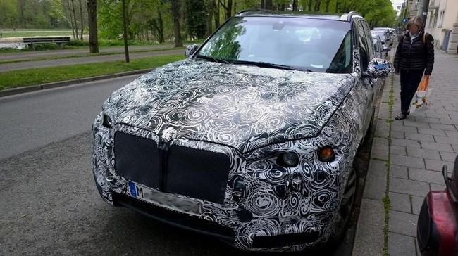 BMW X7 lần đầu lộ diện 1