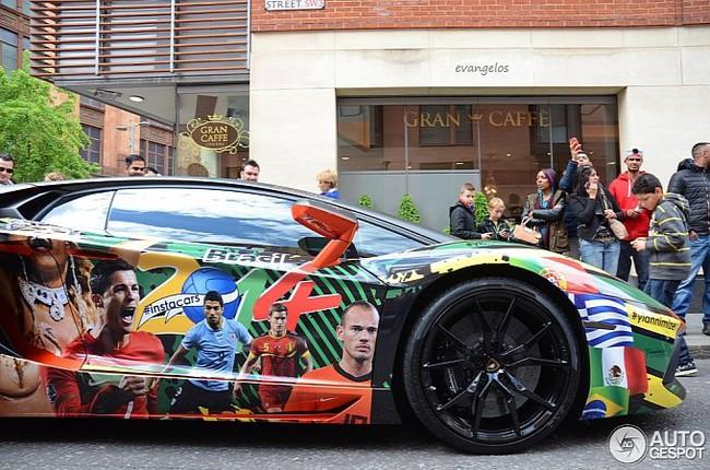 Lamborghini Aventador phiên bản World Cup bất ngờ xuất hiện tại London 2