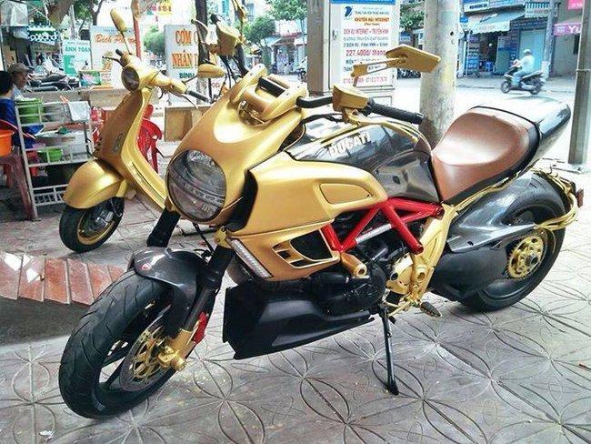 """Choáng với bộ ba Ducati Diavel, Vespa 946 và Range Rover """"mạ vàng"""" tại Hà Nội 2"""