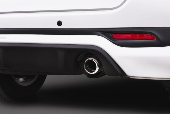 Toyota ra mắt Fortuner TRD Sportivo 2014 với màu trắng khác biệt 7