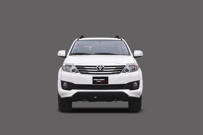 Toyota ra mắt Fortuner TRD Sportivo 2014 với màu trắng khác biệt 3