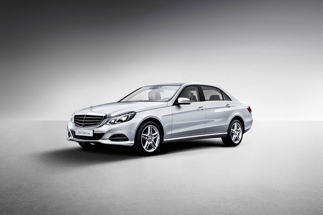 Mercedes-Benz E-Class phiên bản kéo dài lộ diện 3