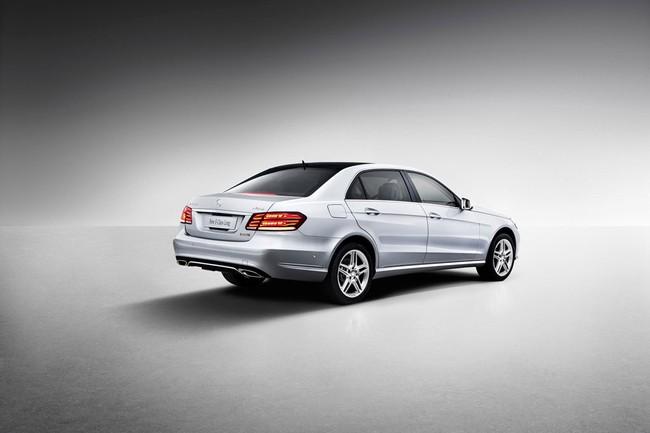 Mercedes-Benz E-Class phiên bản kéo dài lộ diện 4