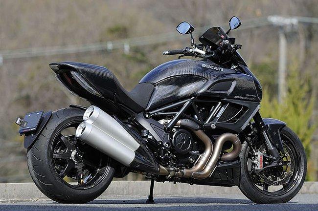 Ducati Diavel độ toàn carbon cực hầm hố 2