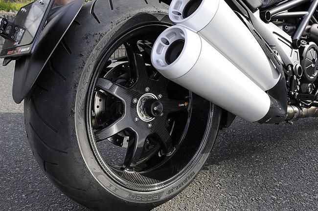 Ducati Diavel độ toàn carbon cực hầm hố 7