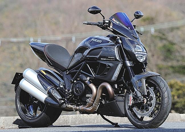 Ducati Diavel độ toàn carbon cực hầm hố 1