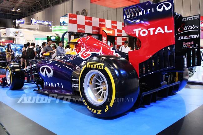 """VMS 2013: Infiniti Red Bull Q100 - """"Người lạ"""" giữa rừng xe nhập khẩu 11"""