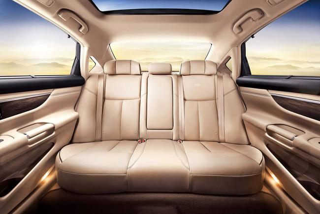 Nissan chính thức giới thiệu Teana phiên bản VIP 4