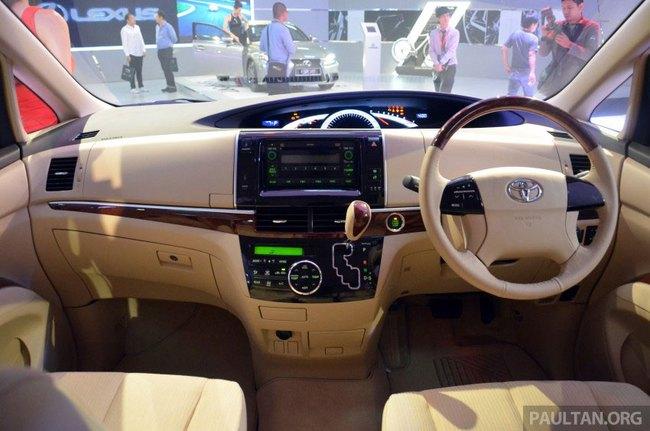 Cận cảnh Toyota Previa dùng máy Camry cũ cho Đông Nam Á 2