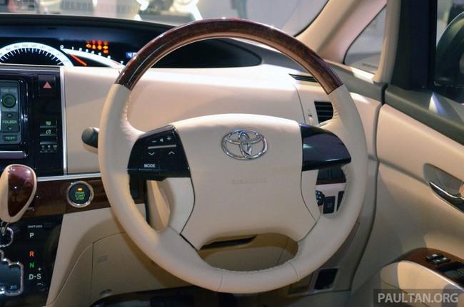 Cận cảnh Toyota Previa dùng máy Camry cũ cho Đông Nam Á 11