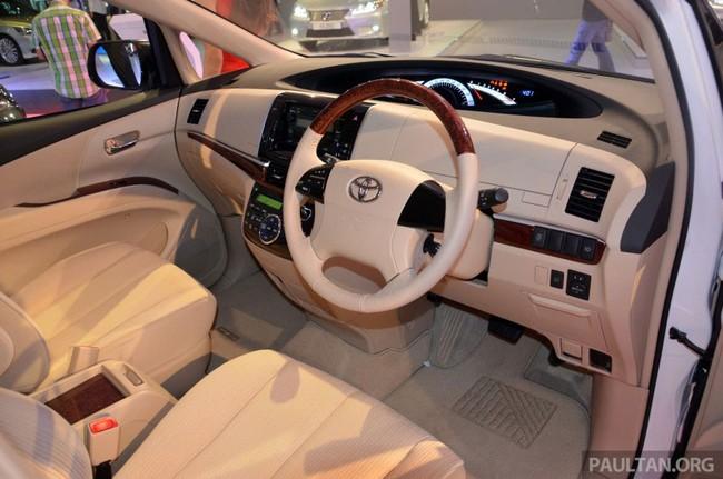 Cận cảnh Toyota Previa dùng máy Camry cũ cho Đông Nam Á 10