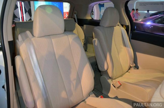 Cận cảnh Toyota Previa dùng máy Camry cũ cho Đông Nam Á 17