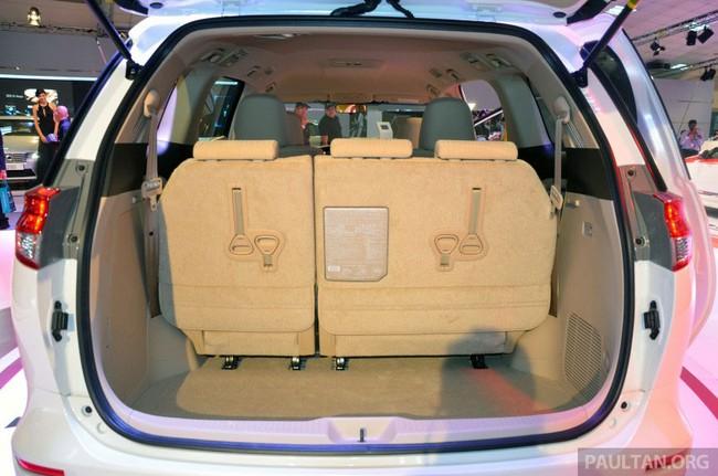 Cận cảnh Toyota Previa dùng máy Camry cũ cho Đông Nam Á 18
