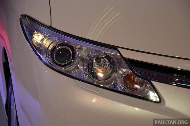 Cận cảnh Toyota Previa dùng máy Camry cũ cho Đông Nam Á 7