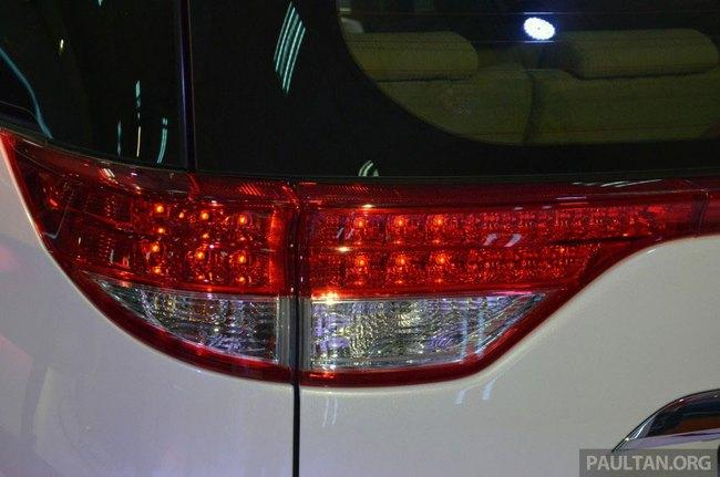 Cận cảnh Toyota Previa dùng máy Camry cũ cho Đông Nam Á 9
