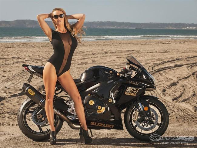 """Tóc vàng """"bốc lửa"""" tắm nắng cùng siêu môtô đặc biệt 10"""