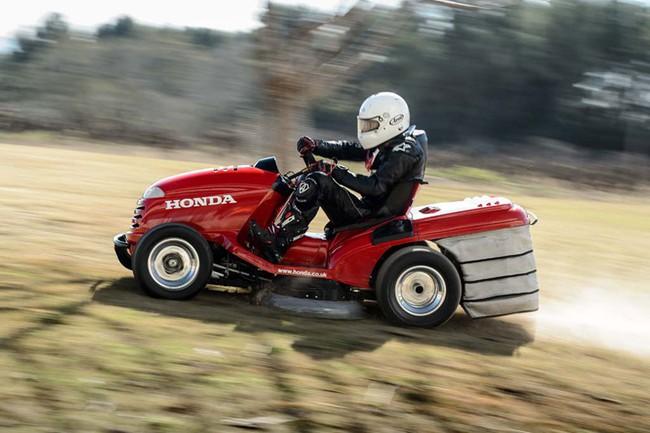 Máy cắt cỏ Honda dùng động cơ môtô đạt kỷ lục tốc độ 1