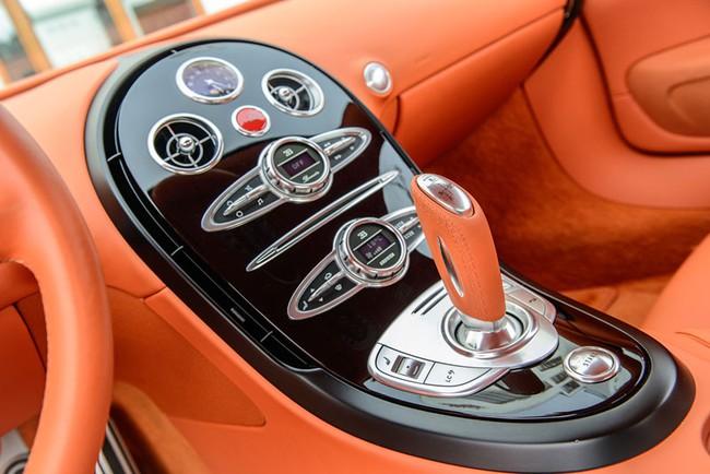 Rapper Drake chán siêu xe Bugatti Veyron được tặng 18