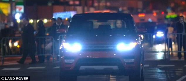 """""""Điệp viên 007"""" giới thiệu Range Rover Sport 2014 trên phố 1"""