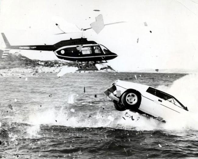 Giám đốc Tesla chi 866.000 USD mua xe hơi-tàu ngầm James Bond 2