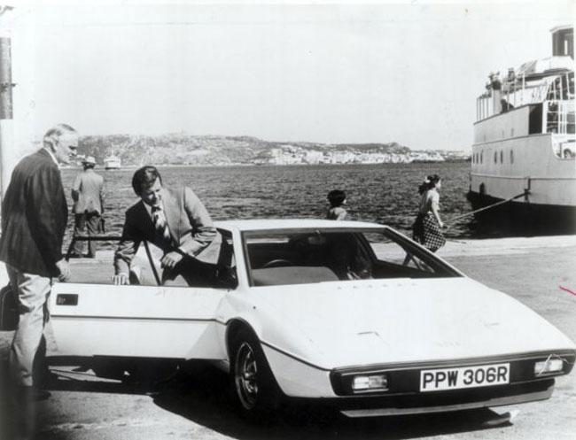 Giám đốc Tesla chi 866.000 USD mua xe hơi-tàu ngầm James Bond 1
