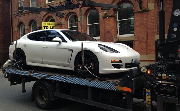 Xe sang Porsche Panamera của sao Manchester City bị tịch thu 2