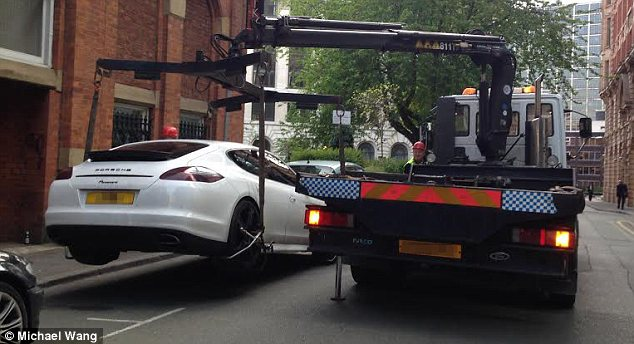 Xe sang Porsche Panamera của sao Manchester City bị tịch thu 1