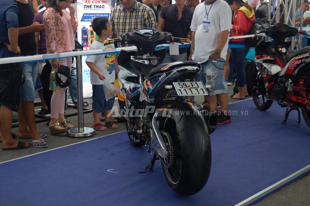 Ngoài Honda SH150i độ, Lâm Dương còn có một sản phẩm khác khá nổi tiếng là chiếc Yamaha Exciter 150 đeo biển số ngũ quý 1. Chiếc xe này từng vượt mặt 19 chiếc khác để đoạt giải nhất tại cuộc thi bình chọn những chiếc Exciter độ đẹp trong ngày hội Y-Motor Sport do Yamaha Việt Nam tổ chức vào tháng 7/2016.