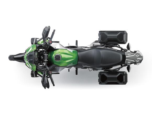 Động cơ của Kawasaki Versys-X 250 là loại phun xăng điện tử, kết hợp với hộp số 6 cấp và bộ côn chống trượt bánh khi dồn số gấp. Thêm vào đó là bộ vành 19 inch trước và 17 inch sau.