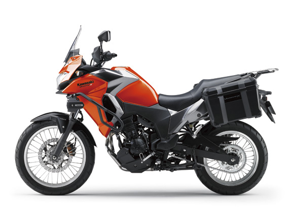 Kawasaki Versys-X 250 có 2 tùy chọn màu sơn là xanh lá phối xám và cam phối xám cho bản Tourer.