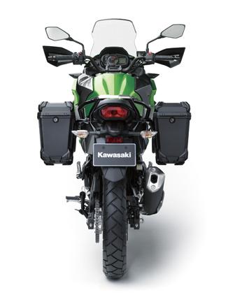 Đối với bản Tourer, Kawasaki Versys-X 250 có thêm cặp đèn phụ trên đầu xe, bảo vệ tay lái và gá chằng đồ phía sau.