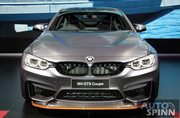 Hàng ghế sau đã bị loại bỏ và thay thế bằng bộ khung làm từ nhựa gia cố sợi carbon. Nếu muốn, khách hàng mua BMW M4 GTS có thể tùy chọn thêm gói phụ kiện Clubsport Package với bộ khung trong xe màu cam, dây đai an toàn 6 điểm và bình cứu hỏa.