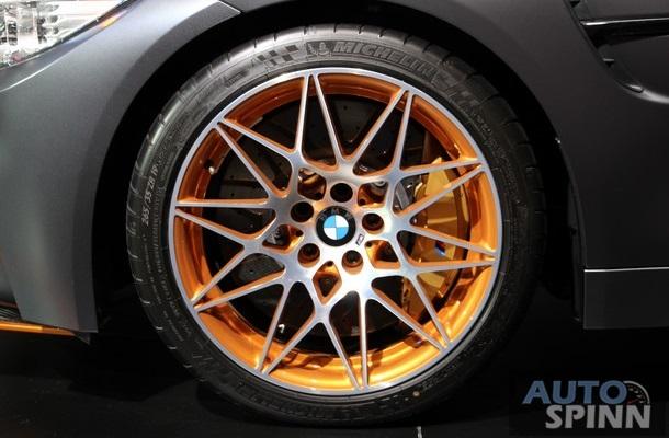 Ngoài ra, phiên bản đặc biệt mới của BMW M4 Coupe còn có bộ khuếch tán sau bằng sợi carbon, hệ thống xả titan và bộ la-zăng M bằng hợp kim nhẹ được chế tạo riêng, đi kèm lốp Michelin Pilot Sport Cup 2.