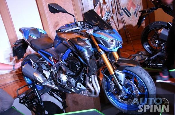 Kawasaki Z900 phiên bản đặc biệt với màu sơn đen phối xanh dương lạ mắt.