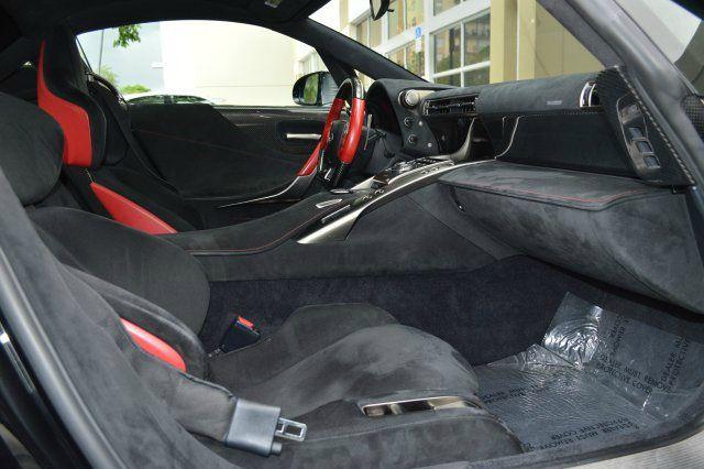 Lexus LFA được sản xuất vào năm 2009 với số lượng hạn chế 500 chiếc trên toàn thế giới cùng mức giá bán khoảng 370.000 USD. Thời điểm ra mắt siêu xe này nhanh chóng rơi vào tình trạng cháy hàng.