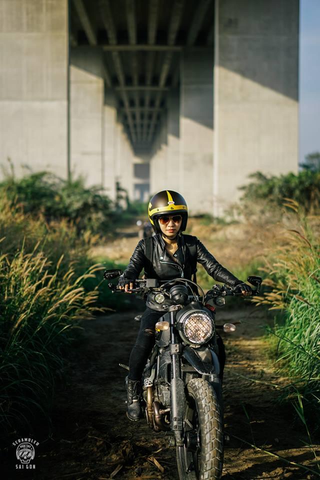 Nữ biker khiến nhiều người phải ngước nhìn khi nài Ducati Scrambler trên đường Sài Gòn - Ảnh 5.