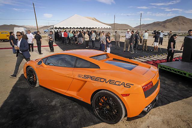 Lamborghini bốc cháy trong sự kiện trải nghiệm siêu xe trên đường đua - Ảnh 2.