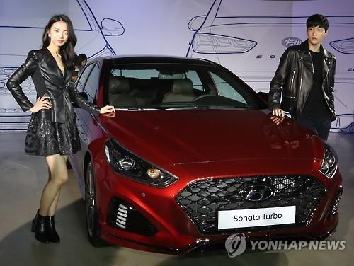 Cận cảnh sedan cỡ trung Hyundai Sonata 2018 ngoài đời thực - Ảnh 3.