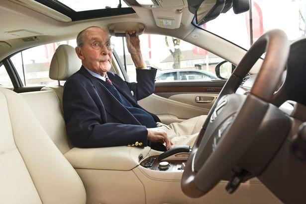 Chiếc Lexus LS hàng thửa mừng đại thọ 100 tuổi của khách hàng trung thành - Ảnh 4.