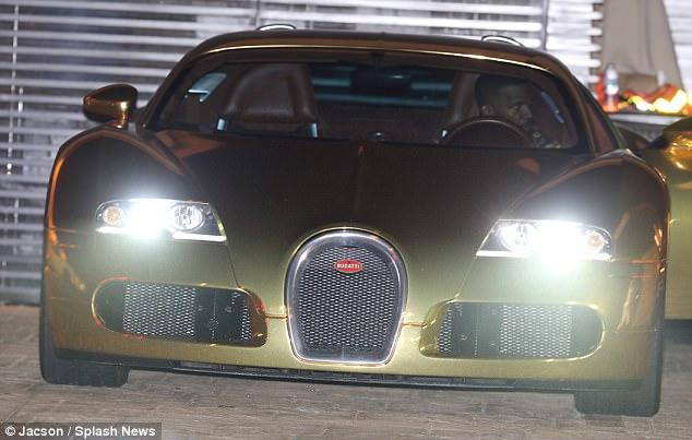 Nam tài tử Jamie Foxx khoe siêu xe Bugatti Veyron mạ vàng trị giá 2 triệu USD - Ảnh 3.