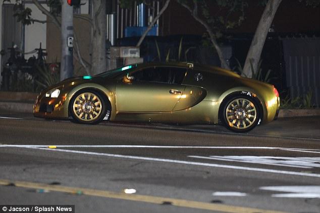Nam tài tử Jamie Foxx khoe siêu xe Bugatti Veyron mạ vàng trị giá 2 triệu USD - Ảnh 2.