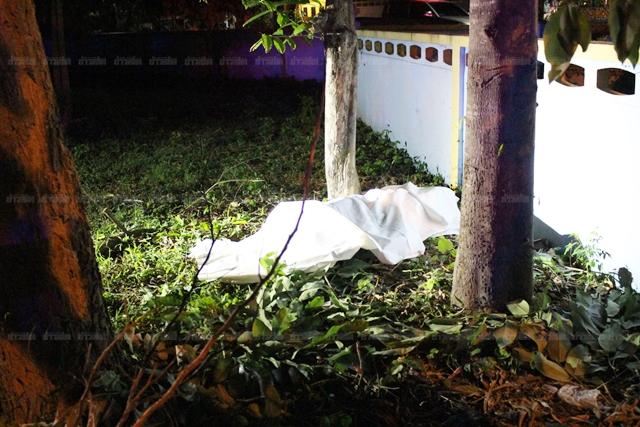 Xe Mitsubishi mất lái trên đường trơn, đâm đổ tường của trường học khiến đôi nam nữ tử vong - Ảnh 3.