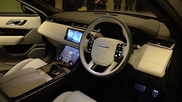 Bắt gặp chiếc SUV hạng sang Range Rover Velar 2018 được đưa đến đại lý - Ảnh 8.