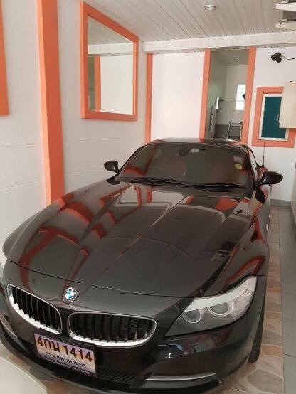 Nữ khách hàng tố cửa hàng rửa xe bán chiếc BMW Z4 của mình - Ảnh 2.