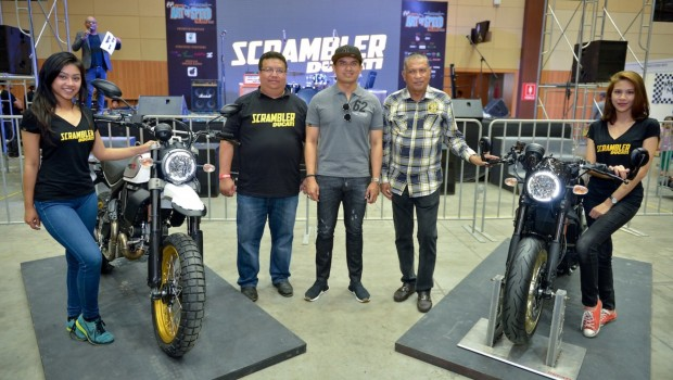 Sau Việt Nam, Ducati mang cặp đôi Scrambler Desert Sled và Café Racer đến Malaysia - Ảnh 1.
