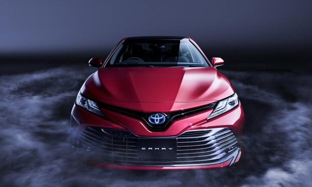 Toyota Camry 2018 bán chạy như tôm tươi tại quê nhà - Ảnh 1.