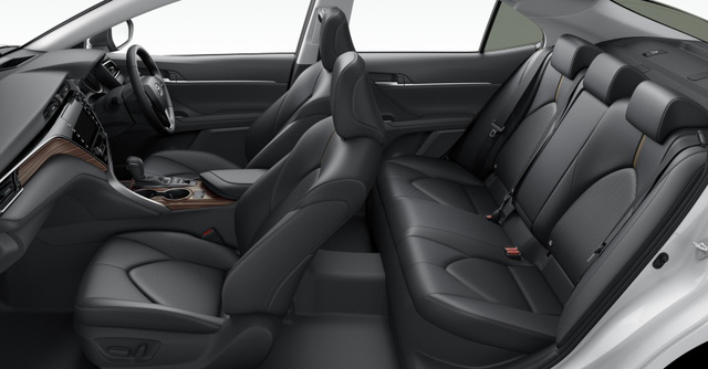 Toyota Camry 2018 bán chạy như tôm tươi tại quê nhà - Ảnh 4.