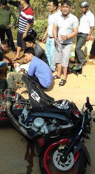 Tuyên Quang: Yamaha FZ150i đâm lõm đầu xe khách, đôi nam nữ người thương vong - Ảnh 2.