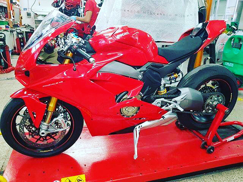 Xuất hiện hình ảnh được cho là của siêu mô tô Ducati V4 Panigale hoàn toàn mới - Ảnh 1.